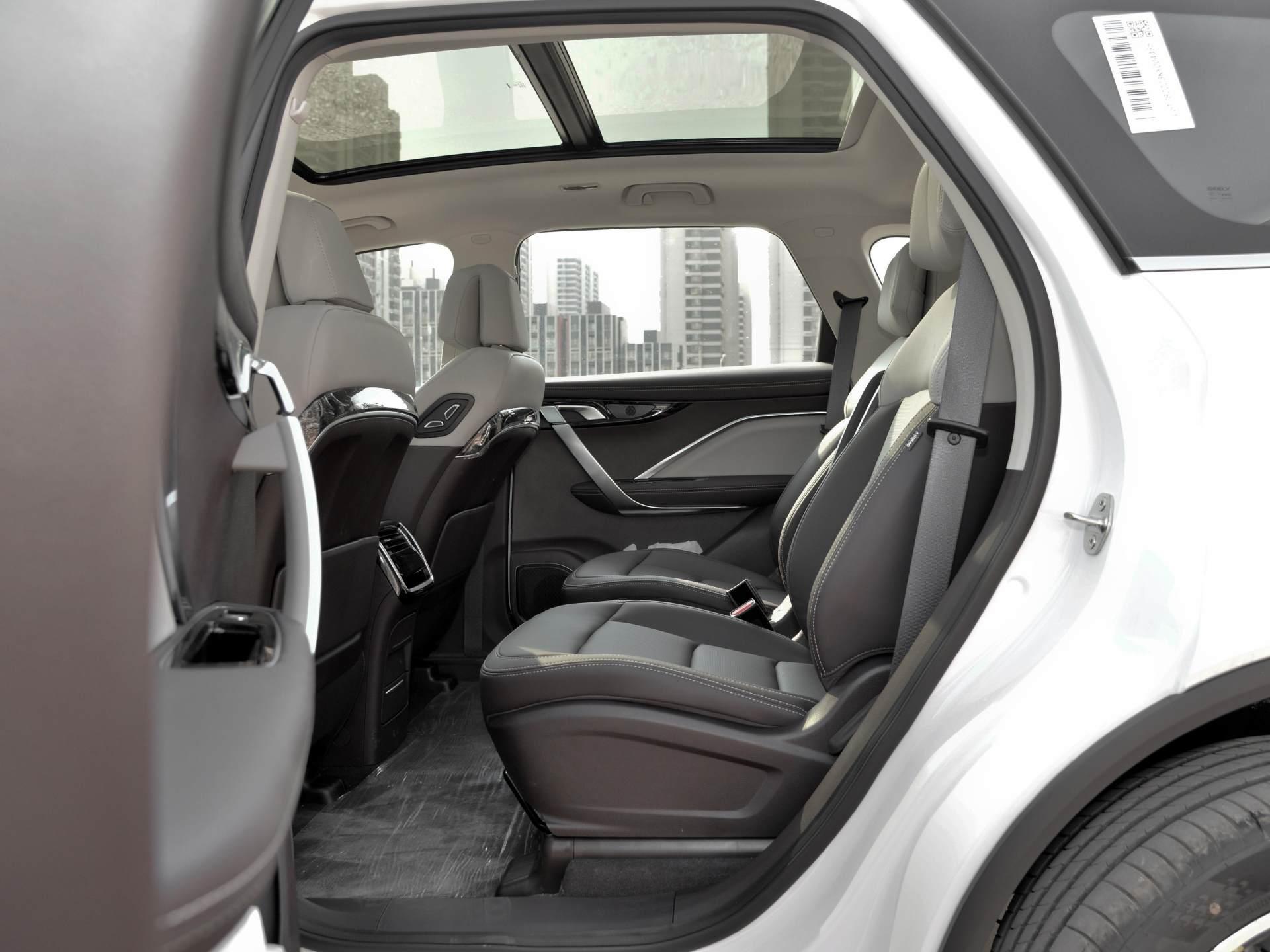 吉利造出成功MPV,頂配15萬配1.8T,軸距2805mm,四輪獨懸舒適佳-圖6