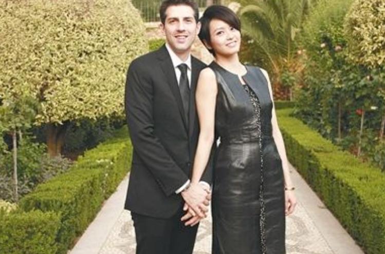 和鄭伊健同居六年,和法國男友同居四年,今嫁西班牙老公幸福美滿-圖4