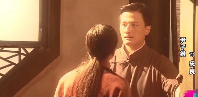 黃奕演技精湛廣受好評,尹子維驚喜助陣,現場深情輕咬黃奕耳朵-圖2