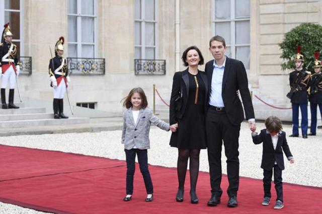佈麗吉特兒媳婦氣質贊!穿黑裙超美,45歲兒子比繼父馬克龍都大-圖7