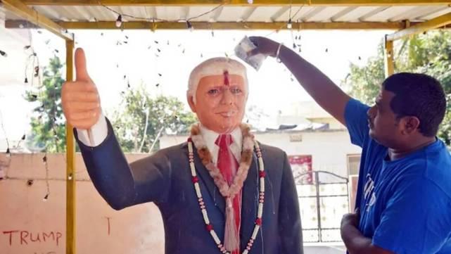 追星追到喪命!印度男子為特朗普建神廟,得知其感染新冠抑鬱而亡-圖2