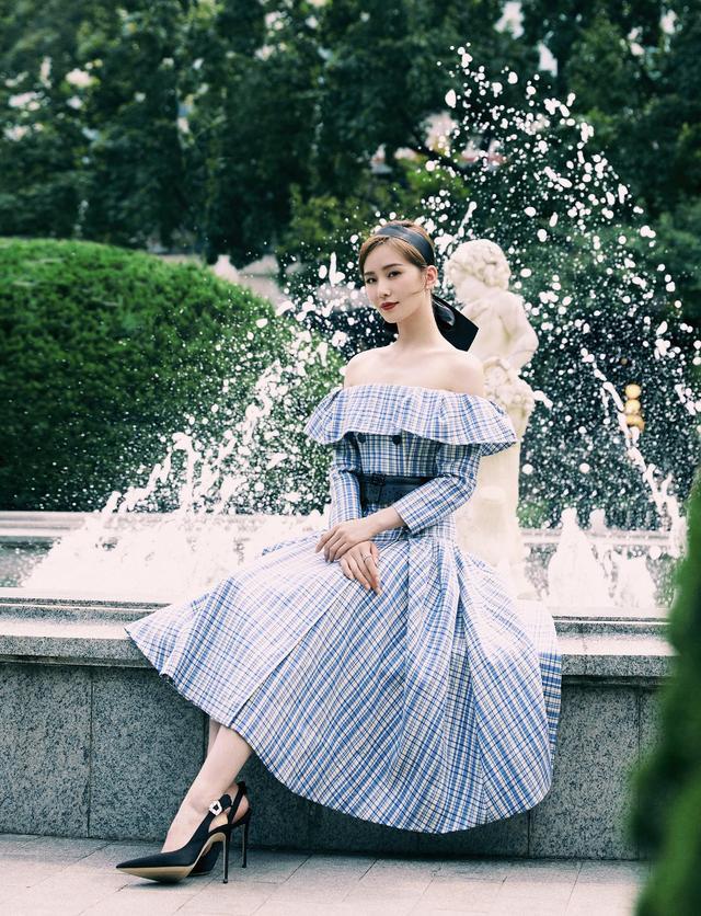 劉詩詩越來越美瞭,身穿一襲粉色長裙,風格優雅似少女-圖8