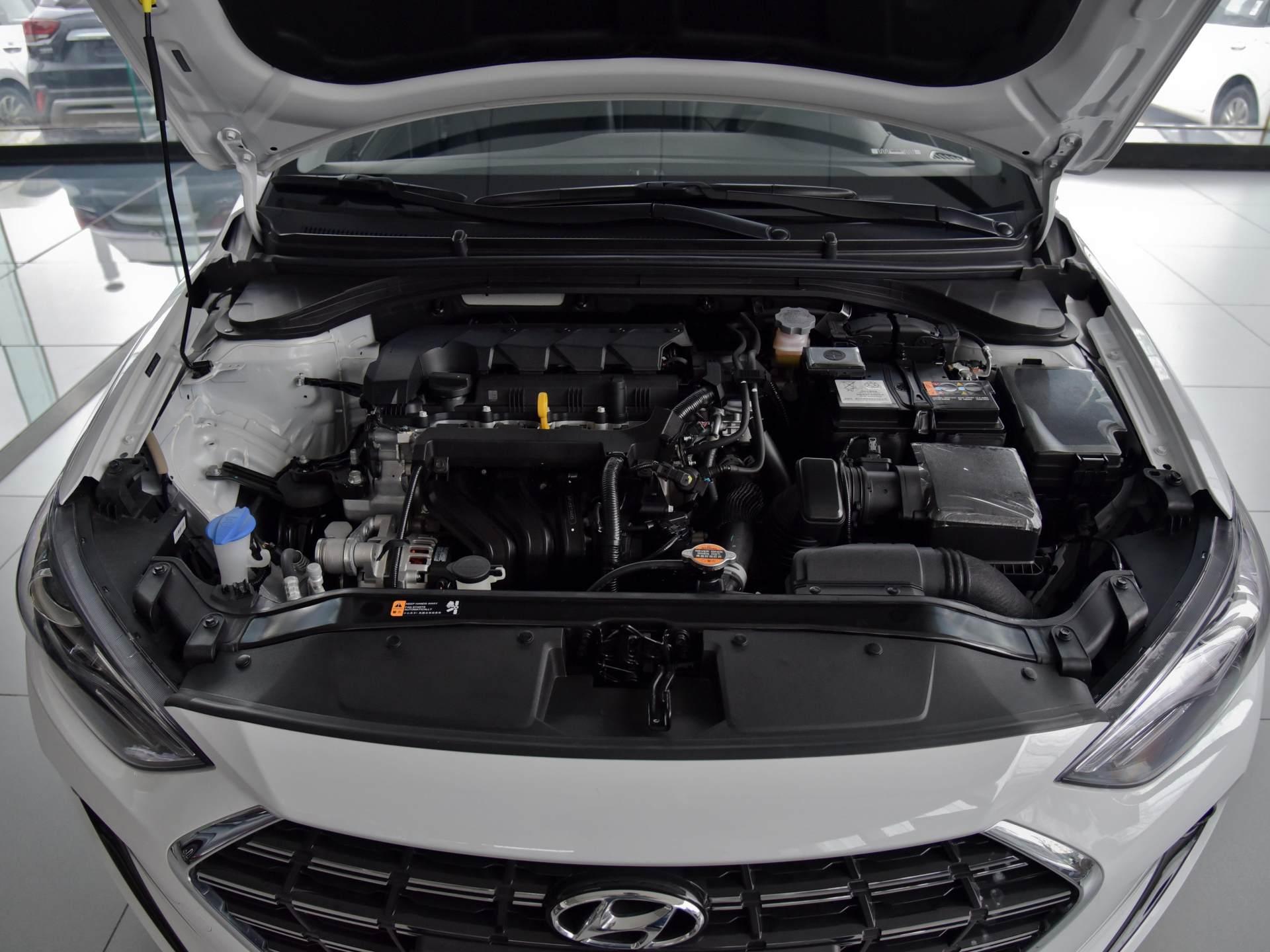 韓系走量版傢轎,1.5L四缸+CVT,軸距2.7米,10萬價格香不-圖7