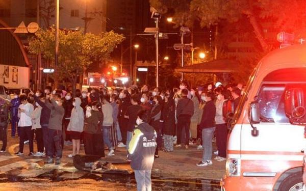 88人傷亡!韓國33層高樓失火,整棟樓成火球,或給文在寅致命一擊-圖4