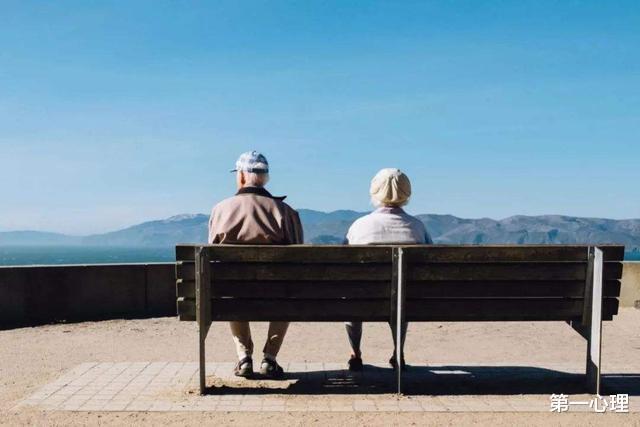 五六十歲的男人,更喜歡多少歲的女性?心理學傢的答案很明確-圖5