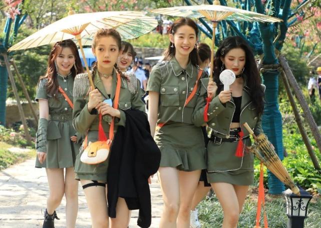 """硬糖少女303綜藝首秀""""團寵""""不是張藝凡,希林娜依高卻被孤立-圖3"""