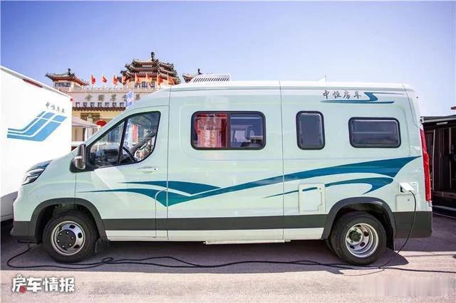 適合夫妻2人玩的V90房車,車高2.6米大床隨便睡,價格實惠-圖5