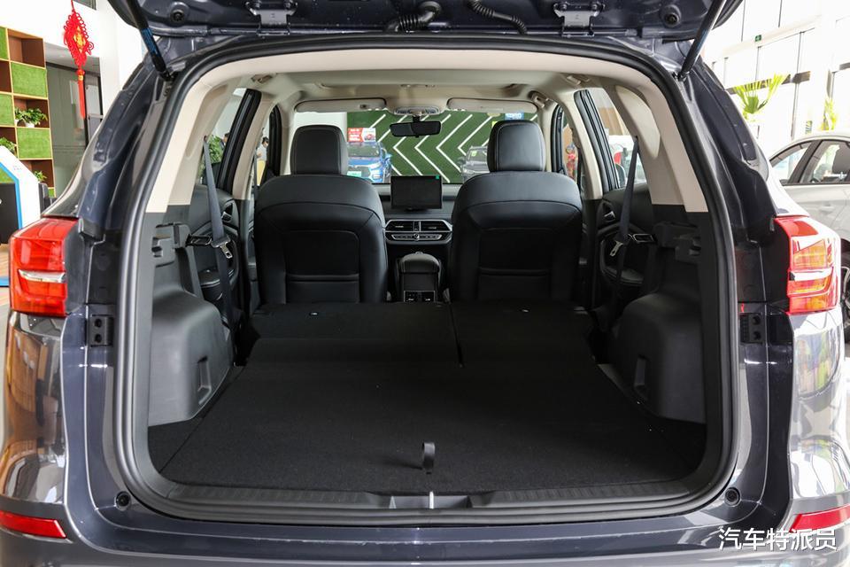 8萬內搞定大空間SUV,前後獨懸、定速巡航、自動空調一樣不缺-圖8