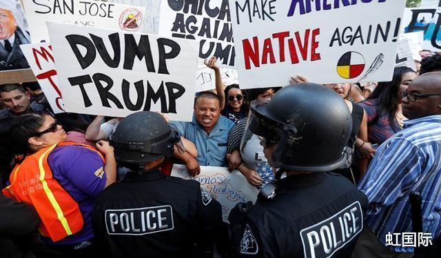 美國警察力挺特朗普,開警車拿擴音器喊口號,被警局下令停職-圖4
