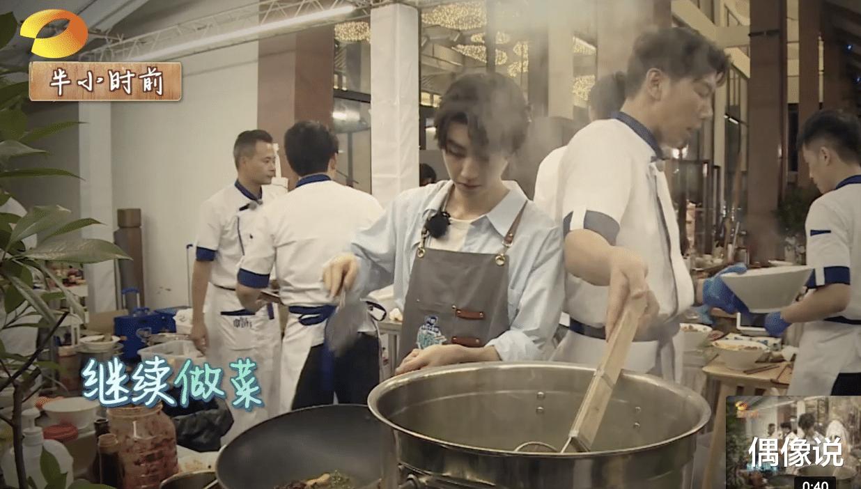 王俊凱錄節目被熱油燙傷!處理方式顯心酸,劉宇寧和張亮反應很暖-圖4