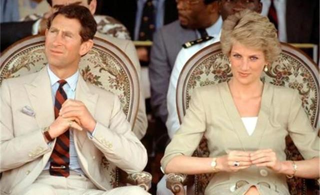 查爾斯兩次婚禮的表情對比:戴安娜是任務,卡米拉是真愛-圖9