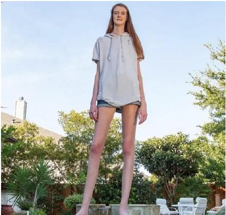 """美國出現一""""變態長""""少女,身高達到兩米,雙腿長度破吉尼斯紀錄-圖5"""