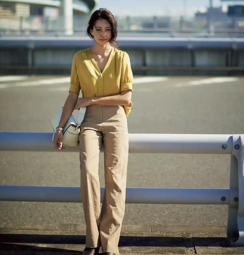 虎踞龙盘bbs_日本小姐姐晒一周通勤装走红,每天穿搭不重样,穿着优雅又得体