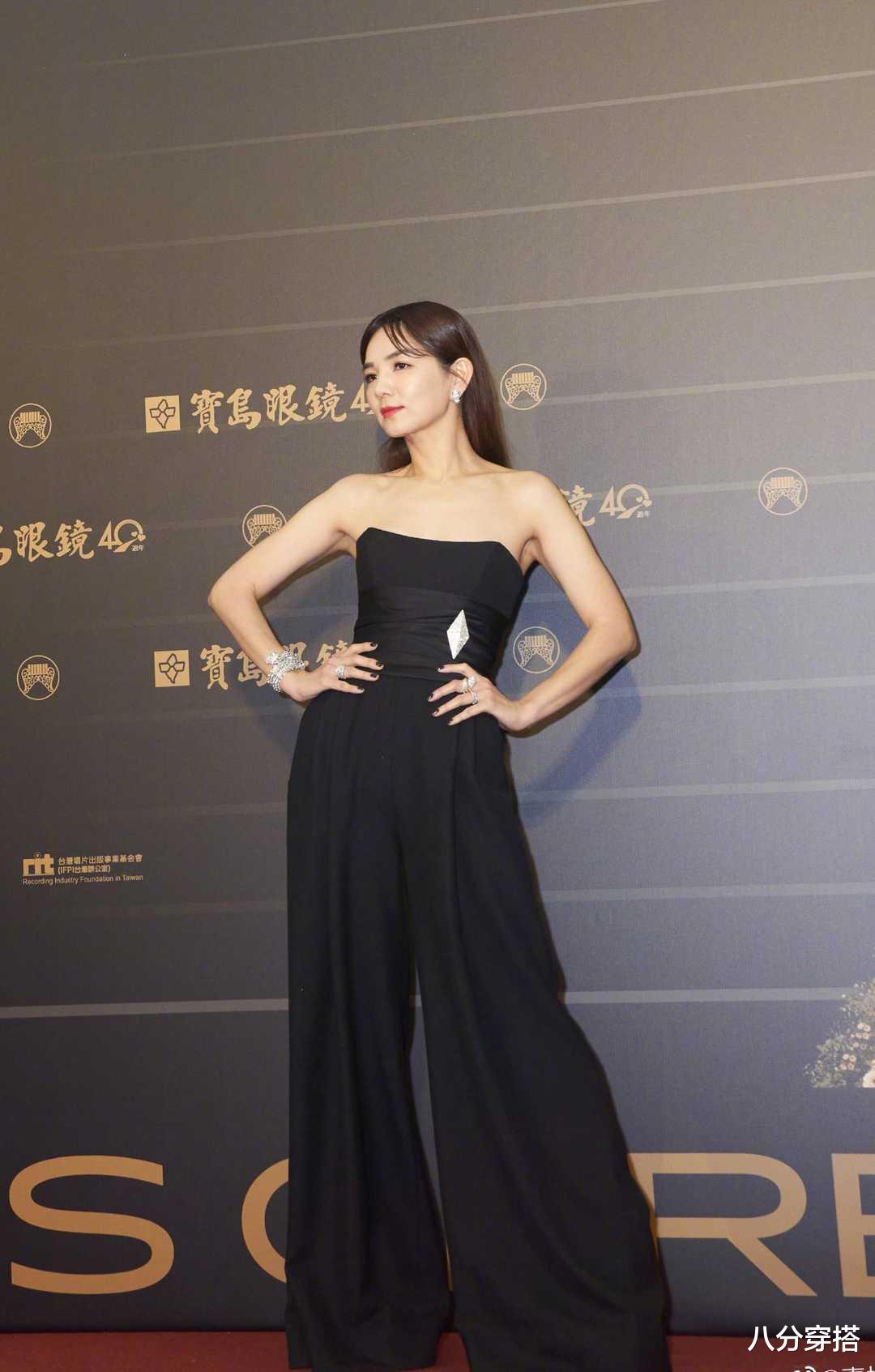 Ella陳嘉樺坐豪車亮相,一襲黑色抹胸連體褲,二八比例太驚艷-圖3
