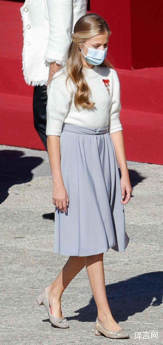 西班牙14歲大公主變優雅少女,金羊毛勛章醒目,與13歲妹妹距離拉大-圖4