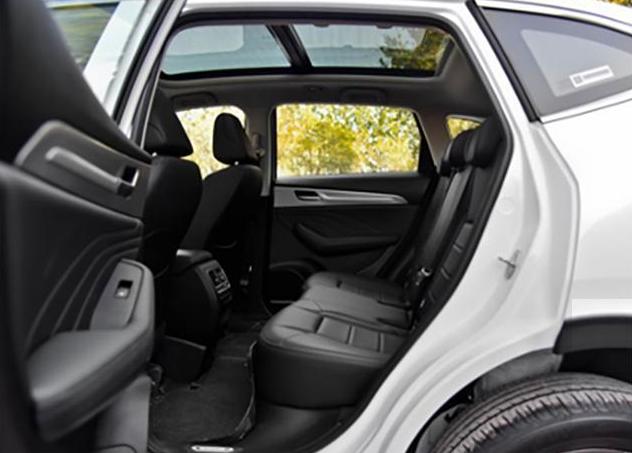 一傢好幾口,買MPV還是SUV?6座佈局,還有親子座的這輛車是首選-圖2
