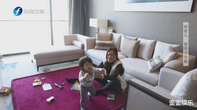 胡杏兒懷三胎工作邊帶1歲娃,買不起北京房子,老公的酒吧不賺錢-圖10