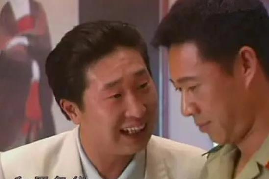 他是国家副师级演员,为尽孝与妻子在病房结婚,儿子成他一生的痛