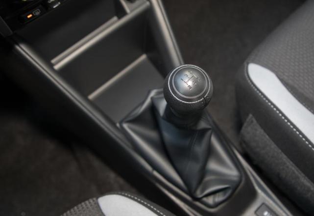 6.78萬就能入手的豐田車,5.2升油耗,皮實又耐造,適合傢用-圖5