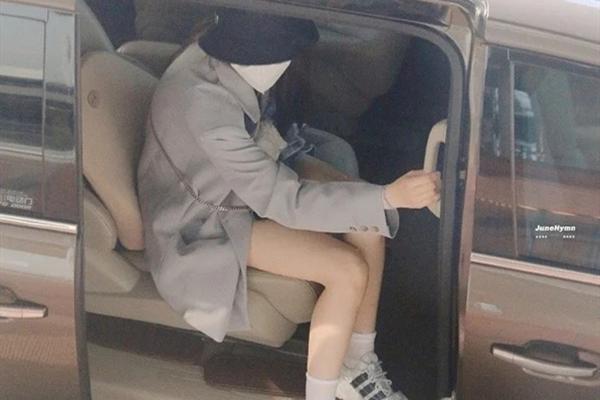 """迪麗熱巴穿""""臟臟裙""""拍廣告,看到她的蓮藕腿,女生羨慕瞭-圖10"""