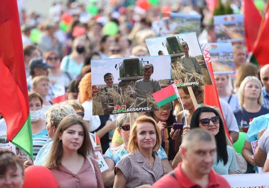 不能放任國傢分裂,盧卡申科的大批支持者,開始上街瞭-圖2
