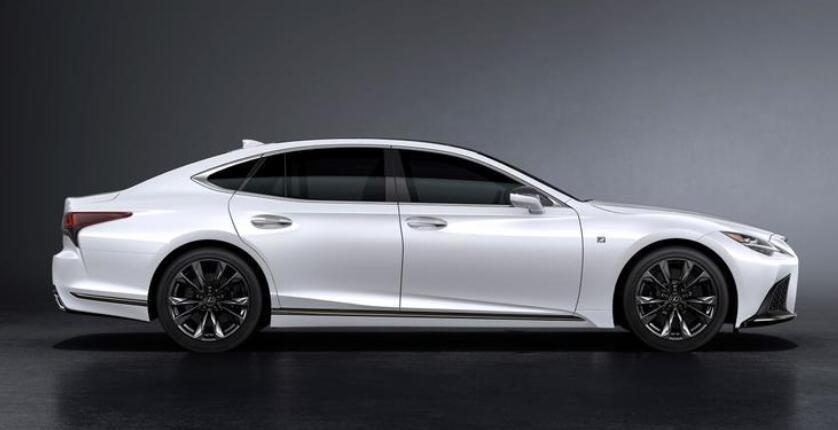雷克薩斯新一代LS曝光,寬體轎跑比7系更魁梧,新增2.0T+全時四驅-圖3