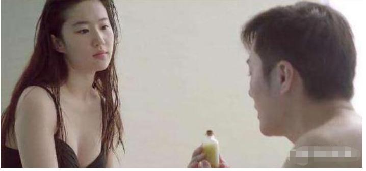 劉亦菲唯一一部泳裝電影,膚白貌美秀美腿,難怪男主都不敢直視!-圖2