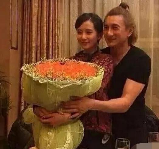 50歲吳奇隆素顏照流出,胖的不敢認,與劉詩詩婚後太幸福-圖4