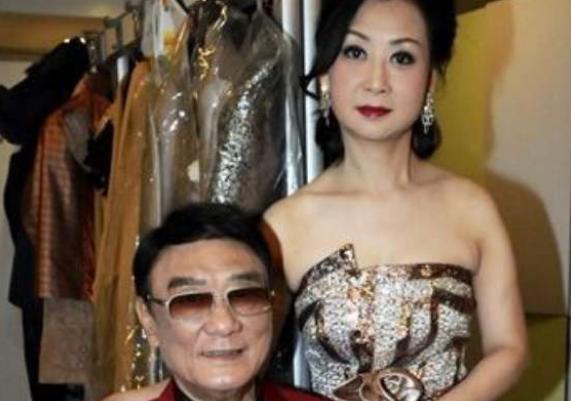 兒子出國後自稱外國人,86歲香港老戲骨生病無法行走,靠女兒照顧-圖5