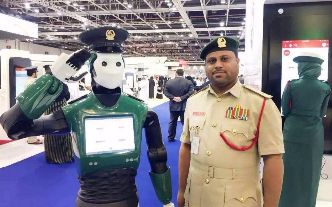 同樣是警服,美國和韓國的都忍瞭,看到迪拜:厲害瞭老弟-圖8
