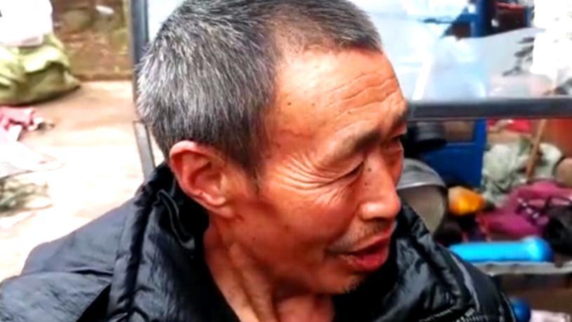 現實版60歲福貴大爺,娶了老婆狗被偷?女兒5歲網友爭論該不該生