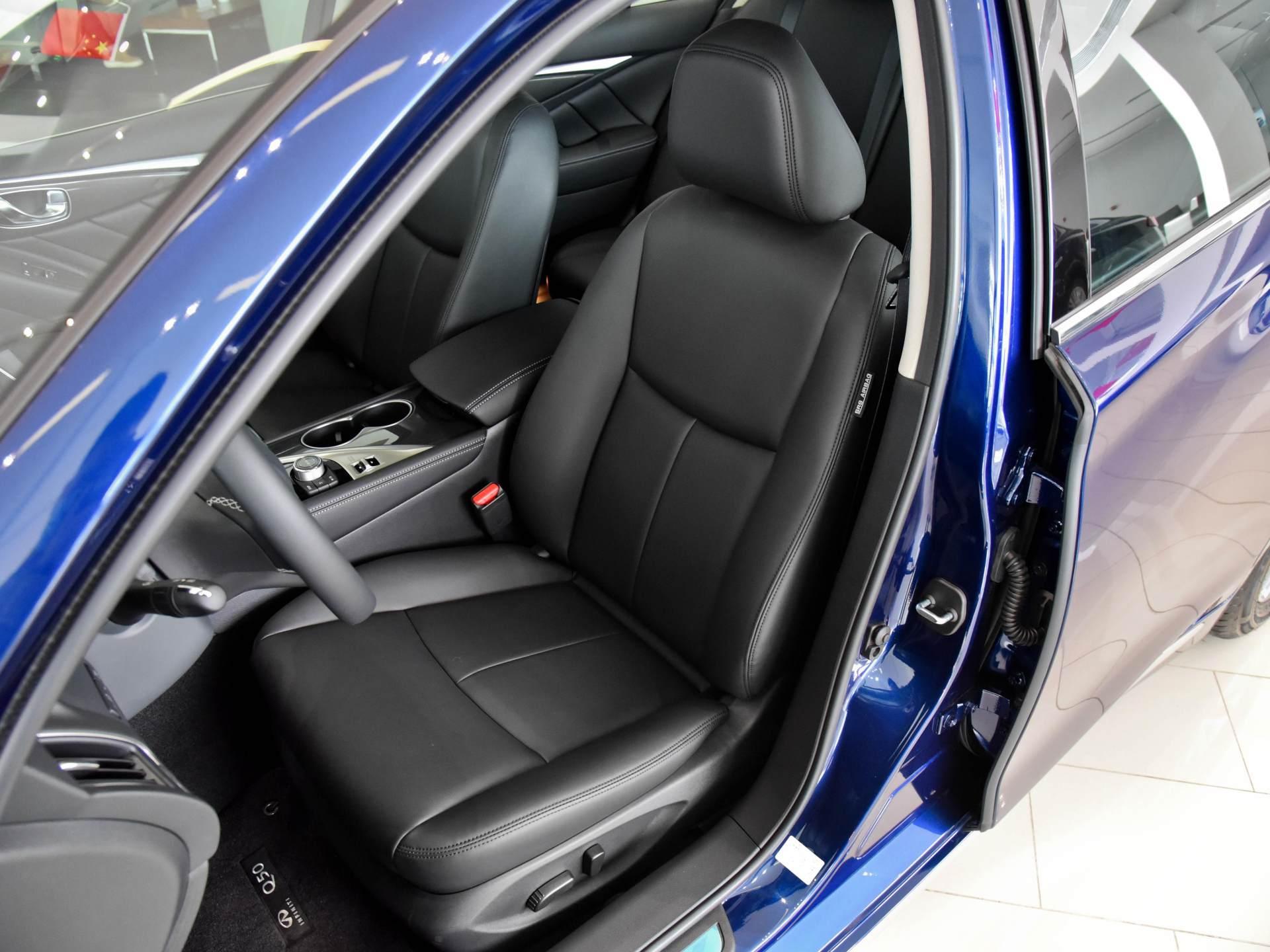 奔馳動力總成的日系豪華轎車,質感不錯,實拍英菲尼迪Q50L-圖6