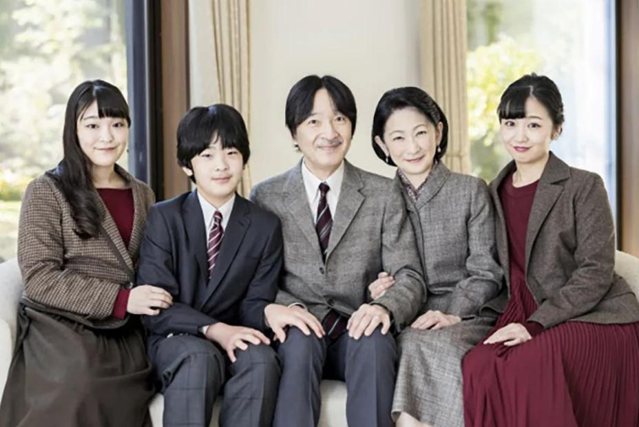 日本皇室唯一獨苗15歲瞭,瞇瞇眼一副憨憨像,比香腸嘴提幫功懂事-圖3