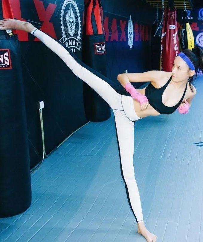 跆拳道冠軍登上裝女郎!成為成龍禦用女星-圖5