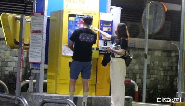 42歲陳喬恩和男友深夜覓食!身材圓潤走路扶腰,不久前才辟謠懷孕-圖2