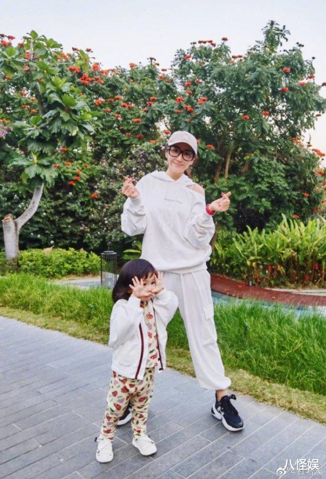 杜若溪曬與女兒度假照,擺同款pose超有范,甜喊小肉肉是閨蜜-圖8
