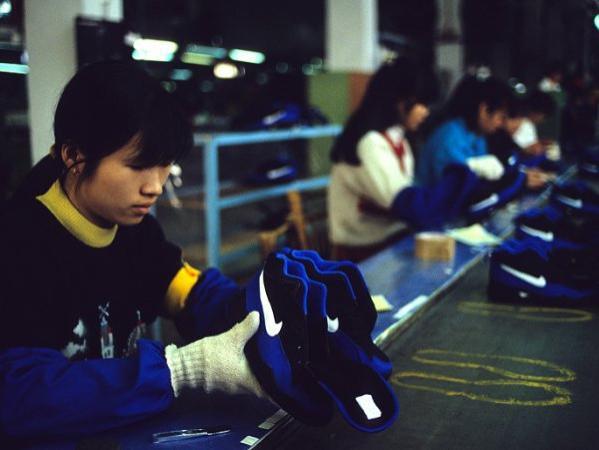 耐克和阿迪把工廠搬到越南,本想要「雙贏」,為何卻輸了口碑和人心?
