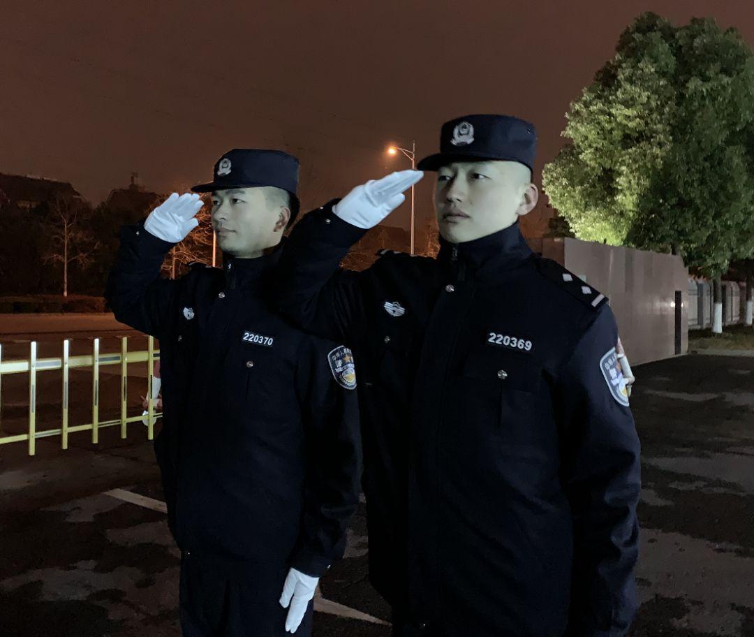 同樣是警服,美國和韓國的都忍瞭,看到迪拜:厲害瞭老弟-圖2