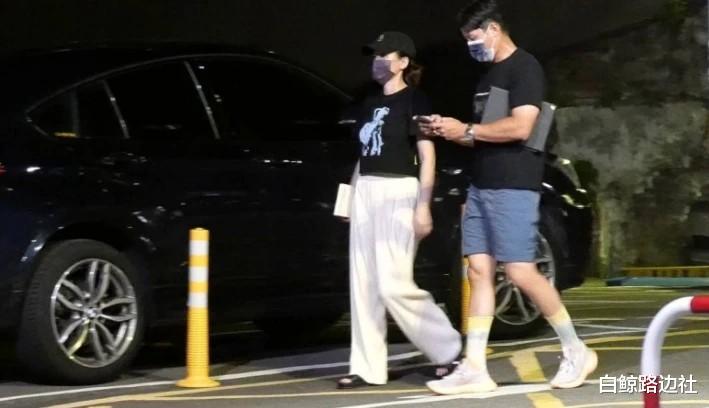 42歲陳喬恩和男友深夜覓食!身材圓潤走路扶腰,不久前才辟謠懷孕-圖5