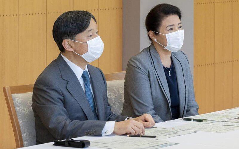 日本57歲雅子皇後眼袋超顯老!與天皇穿情侶裝,黑裙搭灰西裝霸氣-圖6