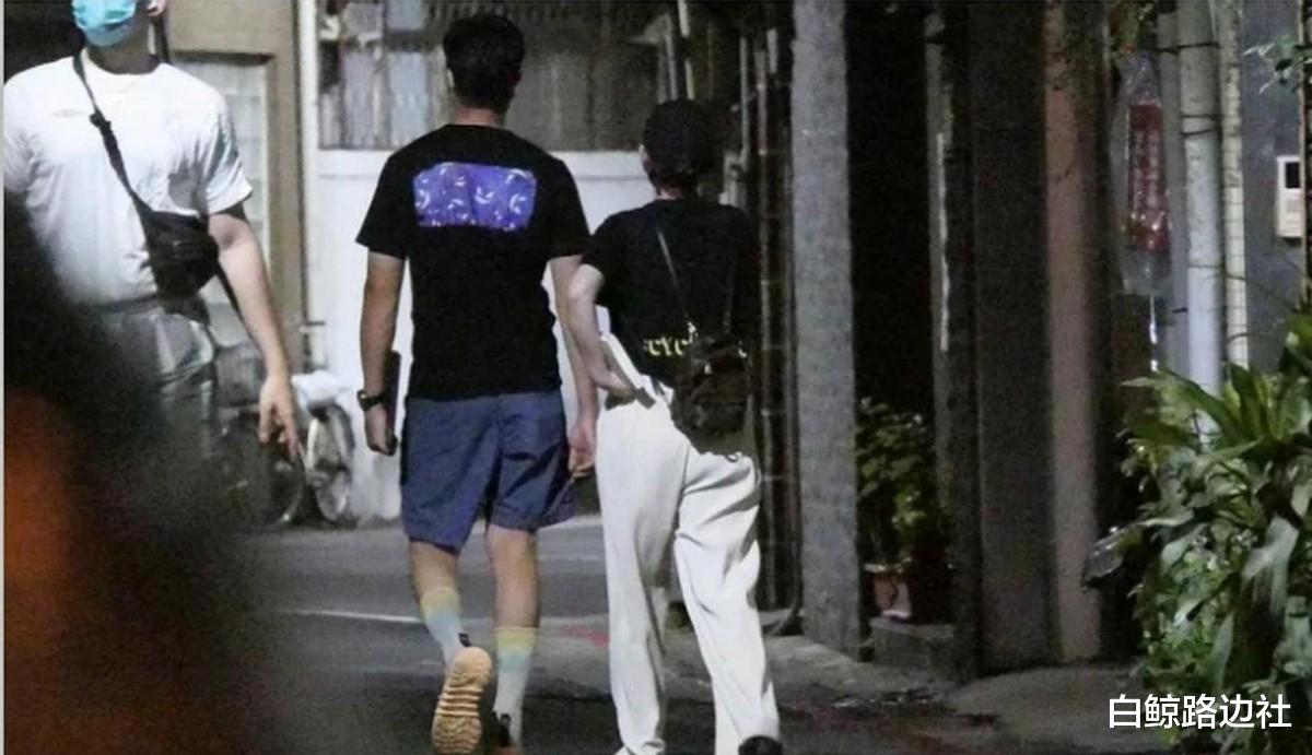42歲陳喬恩和男友深夜覓食!身材圓潤走路扶腰,不久前才辟謠懷孕-圖6