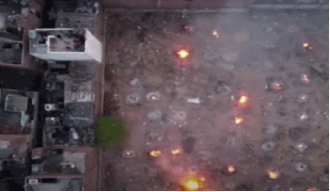 絕望氣息彌漫,印度當街焚燒處理遺體,超級富豪8架私人飛機逃離印度-圖2