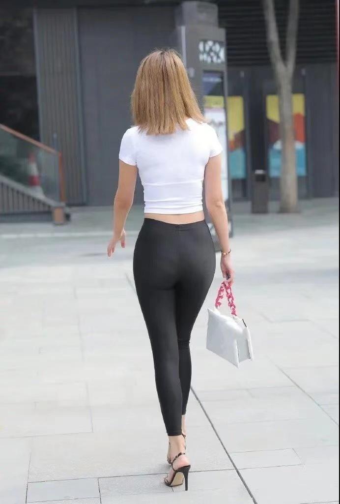 打底褲在精緻中帶著優雅,呈現柔美的風格