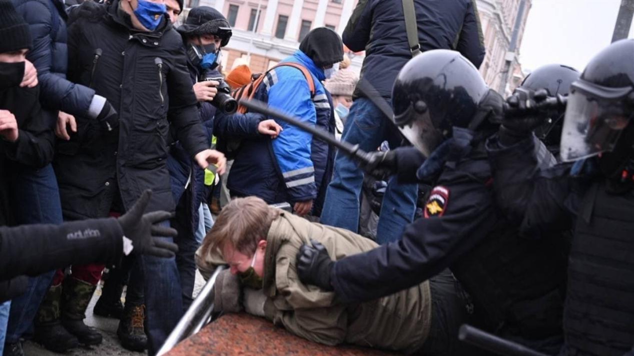 拜登上臺第四天,普京就被逼宮!俄羅斯爆發混亂,中方已明確表態-圖3