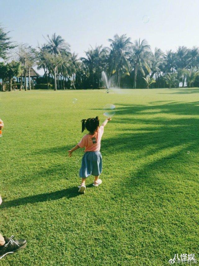 杜若溪曬與女兒度假照,擺同款pose超有范,甜喊小肉肉是閨蜜-圖5