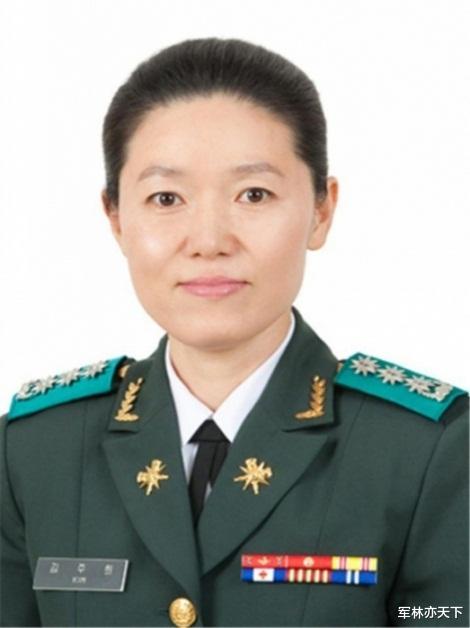 韓國情報兵的首位女準將,地方大學畢業,主管首都防衛情報-圖2