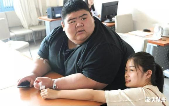 """""""中國第一胖""""王浩楠,一年成功減掉400多斤,最終收獲愛情-圖3"""
