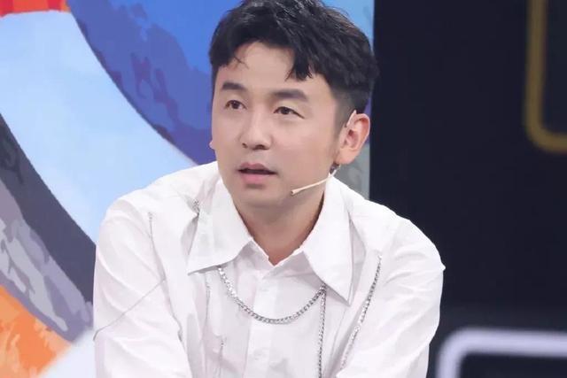 娛樂大爆料:易烊千璽、張新成、趙露思、雷佳音、王一博、李煥英