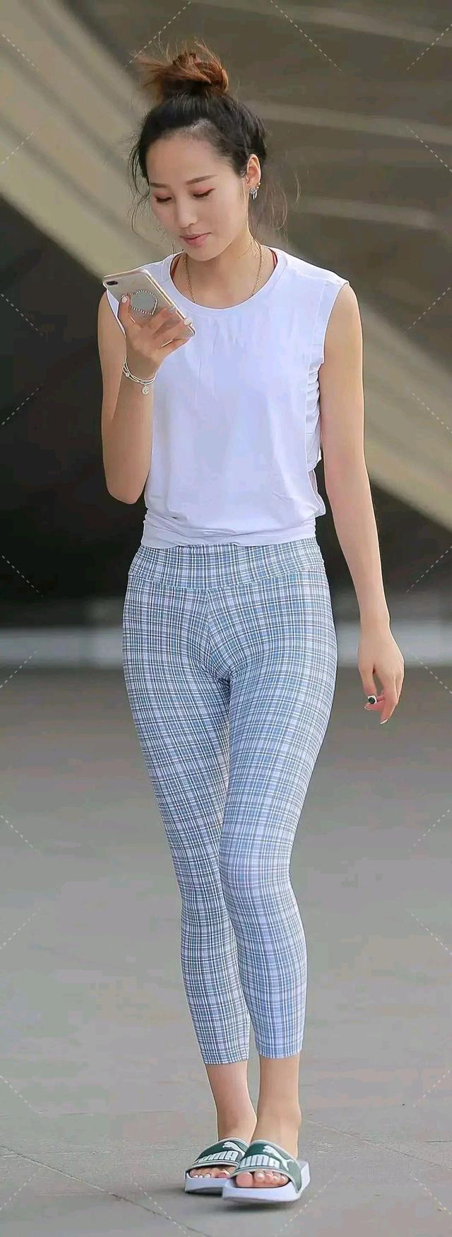 打底褲款式多樣,顏色絢麗多彩,適合女孩子日常的穿搭選擇