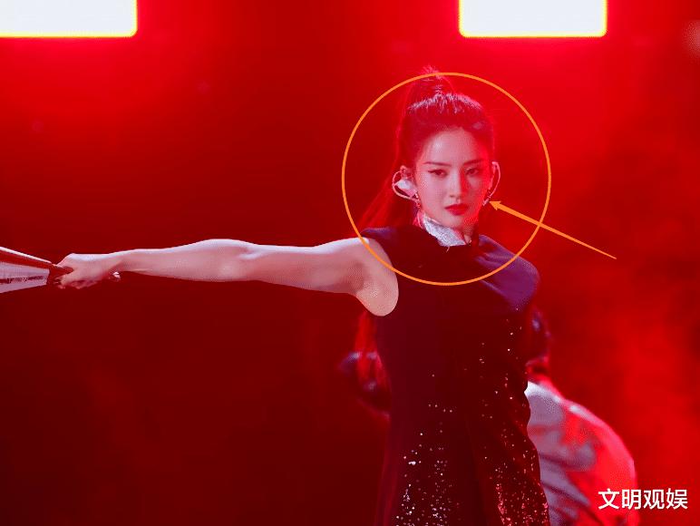 《創4》迎精彩幫唱舞臺,鞠婧禕被米卡壁咚,毛曉彤被贊多公主抱-圖4